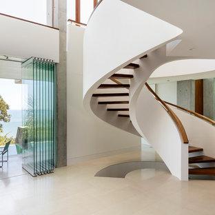 Cette photo montre un escalier exotique.