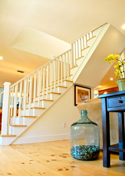 Traditional Staircase by Squash Meadow Construction