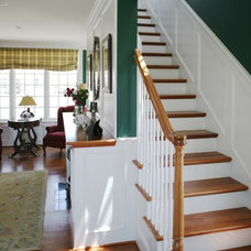 Traditional Staircase by DNM Architect