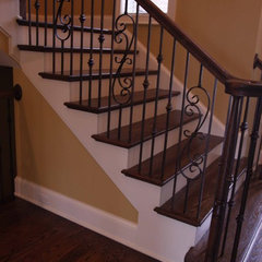 traditional staircase by Grainda Builders, Inc.
