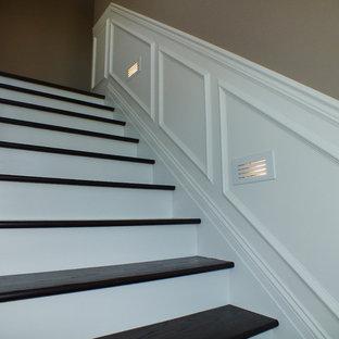 クリーブランドのトラディショナルスタイルのおしゃれな階段の写真