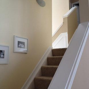 """Ispirazione per una scala a """"L"""" tradizionale con pedata in moquette e alzata in moquette"""