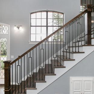 Foto de escalera recta, tradicional renovada, de tamaño medio, con escalones de madera, contrahuellas de madera pintada y barandilla de varios materiales