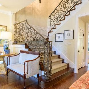 Foto de escalera suspendida, tradicional renovada, de tamaño medio, con escalones enmoquetados, contrahuellas de madera y barandilla de varios materiales