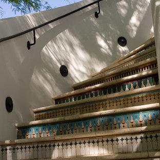 フェニックスの地中海スタイルのおしゃれな階段の写真