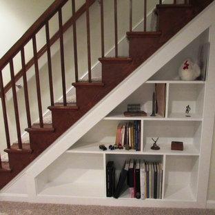 Foto de escalera recta, clásica renovada, de tamaño medio, con escalones de madera, contrahuellas de madera y barandilla de madera