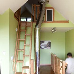 エドモントンの木のコンテンポラリースタイルのおしゃれなオープン階段の写真