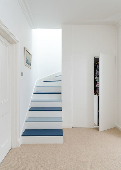 Contemporary Staircase by Moon Architect and Builder