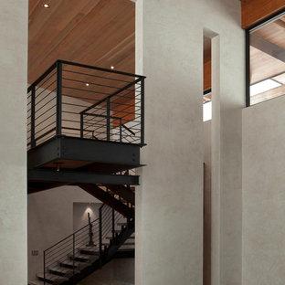 Modelo de escalera suspendida, minimalista, extra grande, sin contrahuella, con escalones de madera pintada