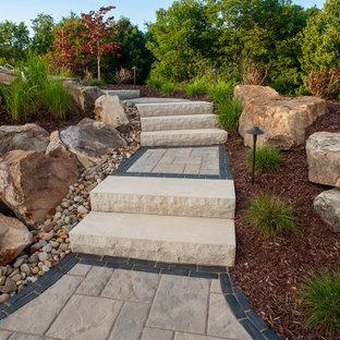 Idee per una grande scala curva con pedata in pietra calcarea