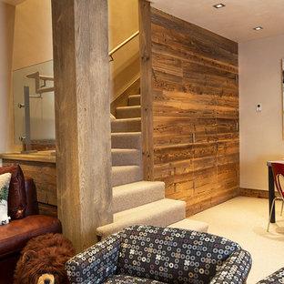 Diseño de escalera en L, rústica, de tamaño medio, con escalones enmoquetados y contrahuellas enmoquetadas