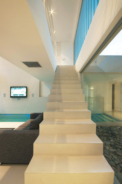 Contemporary Staircase by Vanguarda Architects