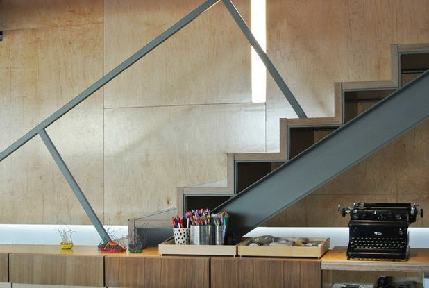 Contemporary Staircase by (fer) studio