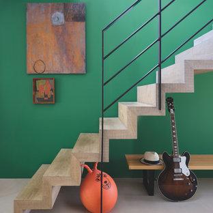 ドーセットのコンテンポラリースタイルのおしゃれな階段の写真
