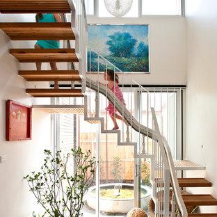 Imagen de escalera en U, contemporánea, sin contrahuella, con escalones de madera