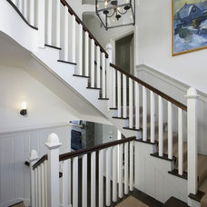 Traditional Staircase by Vicente Burin Architects