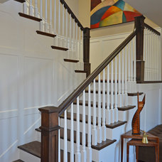 Traditional Staircase by MASON HAMMER BUILDERS, INC.