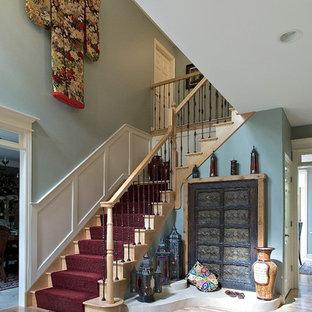 Modelo de escalera en L, de estilo zen, grande, con escalones de madera y contrahuellas de madera