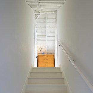 サンフランシスコのヴィクトリアン調のおしゃれな階段の写真