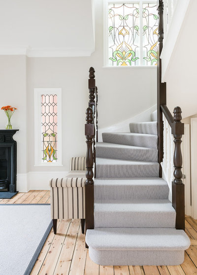 Victorian Staircase by Magic Projects London Ltd