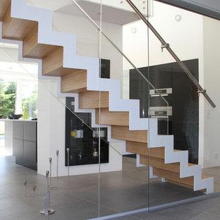 オールボーの北欧スタイルのおしゃれな階段の写真
