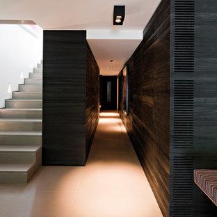 ブリュッセルのコンテンポラリースタイルのおしゃれな階段の写真