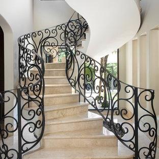 Imagen de escalera de caracol, mediterránea, extra grande, con escalones con baldosas y contrahuellas con baldosas y/o azulejos
