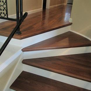 Foto de escalera recta, tradicional renovada, de tamaño medio, con escalones de madera y contrahuellas de madera pintada