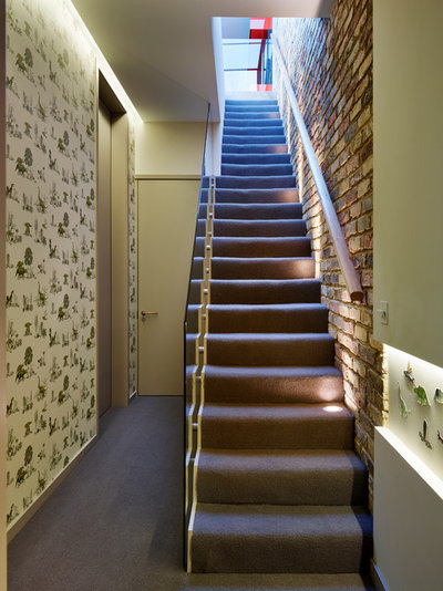 Contemporary Staircase by Ensoul Ltd