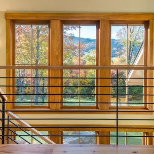 Idées déco pour un escalier sans contremarche montagne en L de taille moyenne avec des marches en bois.