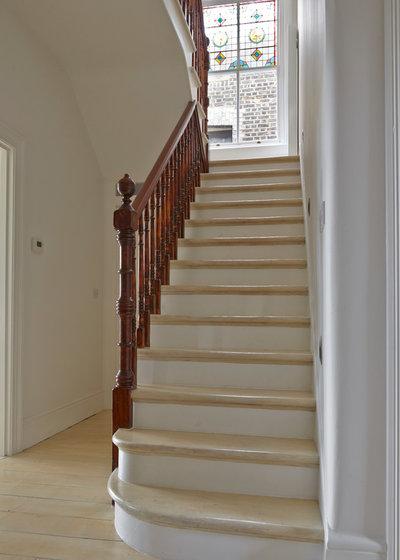 Modern Staircase by Elgin & Ellis Limited