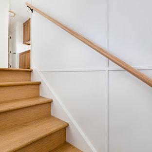 Idee per una scala a rampa dritta bohémian con pedata in legno, alzata in legno e parapetto in legno