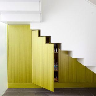 Foto de escalera en L, actual, de tamaño medio