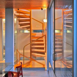 ワシントンD.C.のモダンスタイルのおしゃれな階段の写真