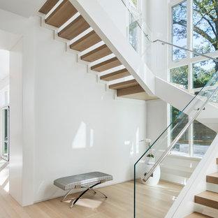 Modelo de escalera en U, minimalista, grande, sin contrahuella, con escalones de madera