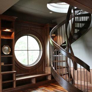 Imagen de escalera de caracol de estilo americano
