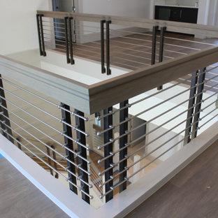 Foto de escalera en L y madera, clásica renovada, grande, con escalones de madera, contrahuellas de madera, barandilla de varios materiales y madera
