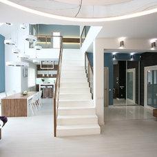 Contemporary Staircase by SVOYA studio