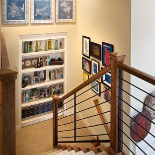デンバーの木のトランジショナルスタイルのおしゃれな階段の写真