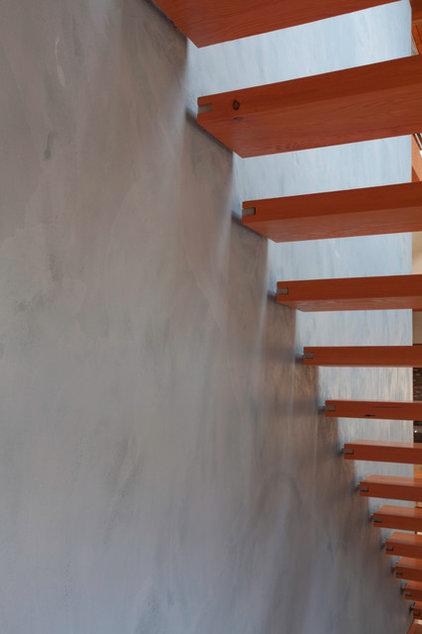 Modern Staircase by WA design