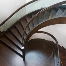 contemporary staircase by Charles Cunniffe Architects Aspen