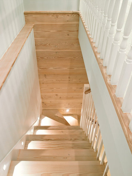 Transitional Staircase by STEPHEN FLETCHER ARCHITECTS