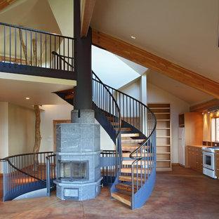 ポートランドの中サイズの木のコンテンポラリースタイルのおしゃれな階段の写真