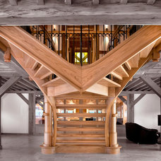 Traditional Staircase by Smet Staircases