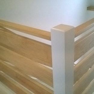 ミルウォーキーの北欧スタイルのおしゃれな階段の写真