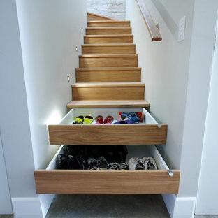 Idéer för att renovera en liten funkis l-trappa i trä, med sättsteg i trä