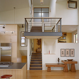 Example of a minimalist staircase design in Seattle