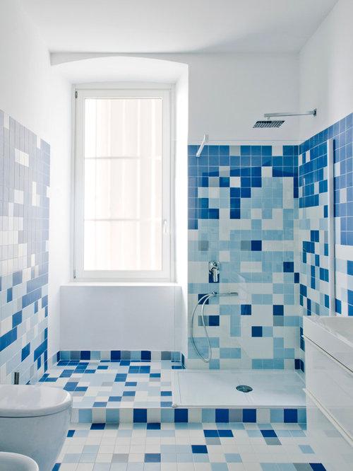 Foto e idee per bagni bagno con pavimento con piastrelle for Piastrelle bianche pavimento