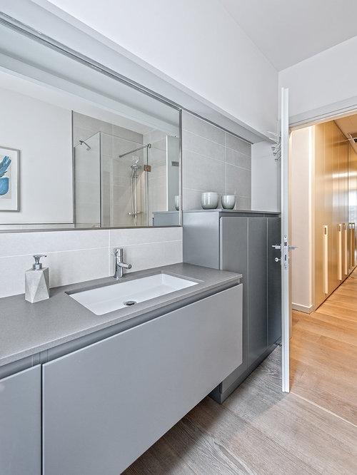 Foto e idee per bagni di servizio bagno di servizio con - Piastrelle grigie bagno ...