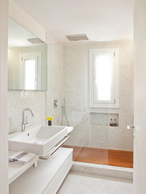 bagno moderno con pavimento con piastrelle a mosaico - foto, idee ... - Bagni Con Doccia Moderni